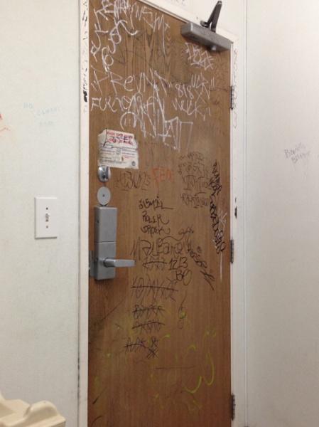 tagging door